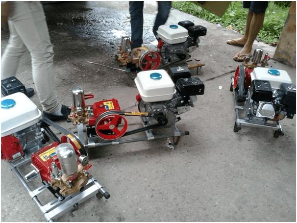 Máy rửa xe chạy xăng HL50