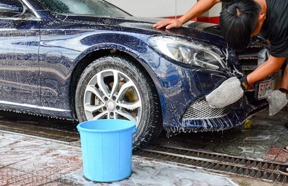 rửa xe bằng dầu gội đầu