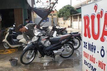 Có nên rửa xe máy thường xuyên không?
