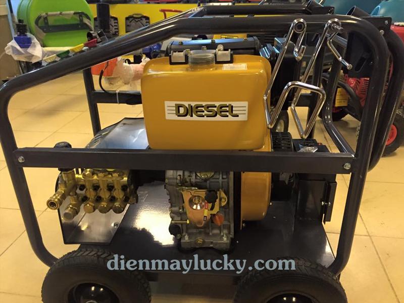 Máy rửa xe cao áp chạy dầu 10HP Lutian