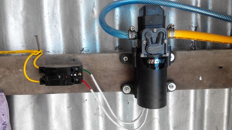 máy xịt rửa xe mini 12v áp lực cao 500k