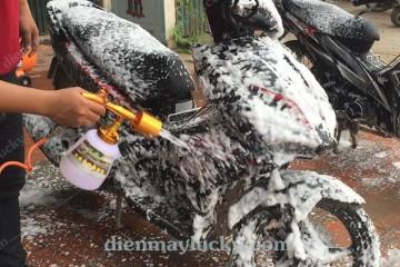 Kinh nghiệm rửa xe HỐT BẠC ngày cuối năm, giá rửa xe tăng gấp 2 so với ngày thường