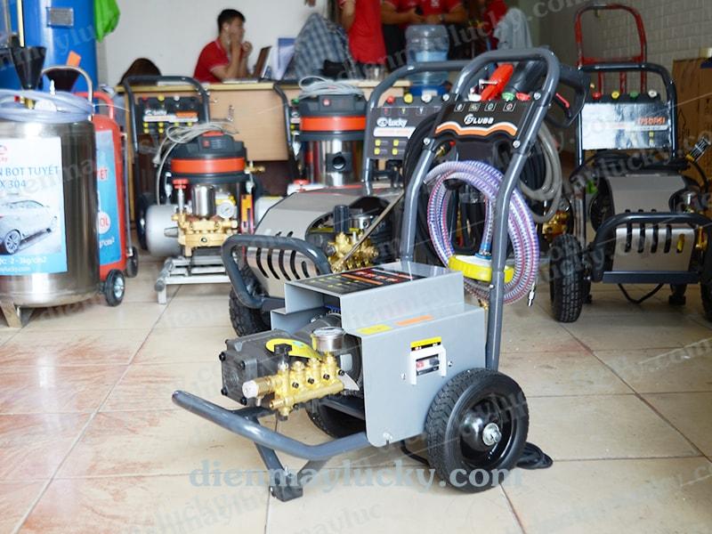 máy rửa xe cao áp luba