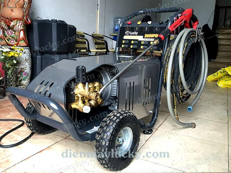 máy rửa xe oto