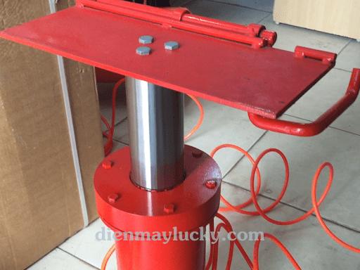 giá cầu nâng 1 trụ rửa xe máy